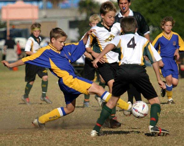 Infortunio a seguito di scontro di gioco: il riparto di responsabilità tra genitori ed allenatore